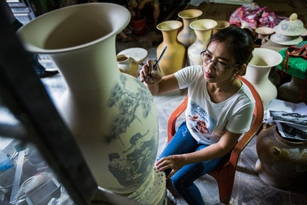 Hanoi to open vocational training courses in craft villages this year hinh anh 1