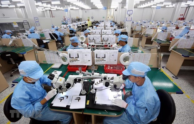 Mobile phones, spare parts lead billion-USD foreign currency earners hinh anh 1