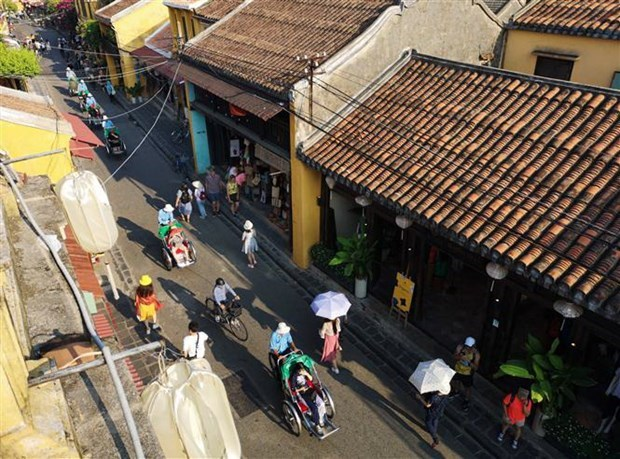 Hoi An ancient quarters suspend serving visitors due to COVID-19 hinh anh 1