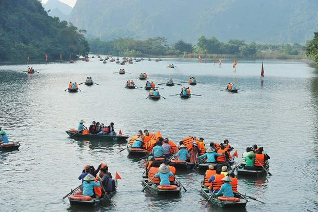 Ninh Binh province closes tourist sites as virus fears mount hinh anh 1