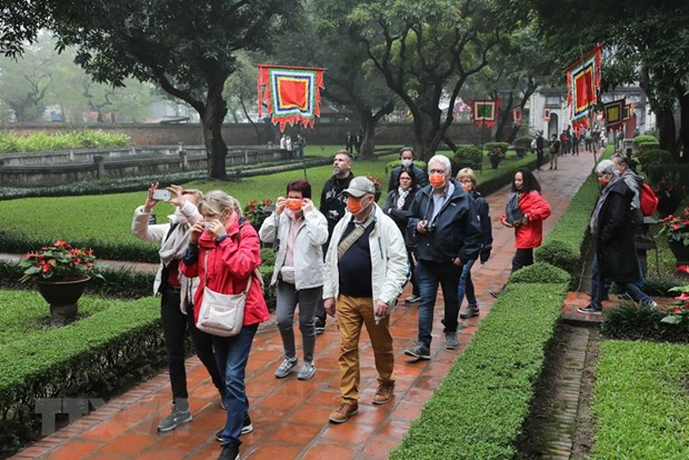 Hanoi shuts down historical relics, bars amid COVID-19 outbreak hinh anh 1