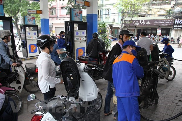 Retail prices of petrol plummeted hinh anh 1
