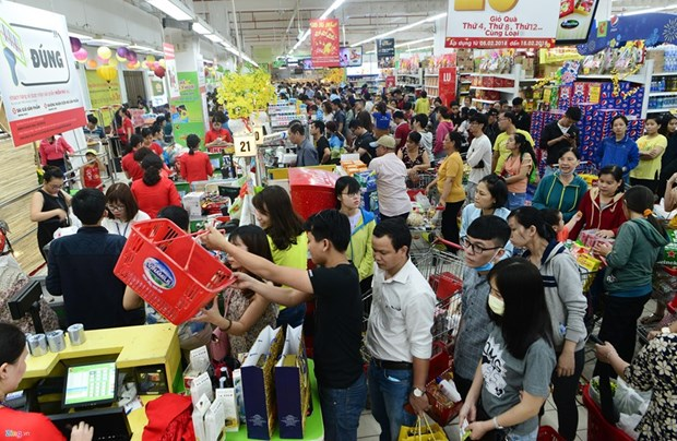 Sales at supermarkets surge, wet markets drop hinh anh 1