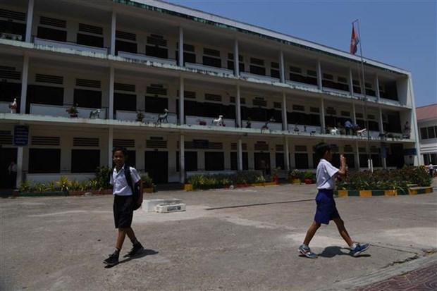 Cambodia closes schools nationwide over COVID-19 concerns hinh anh 1