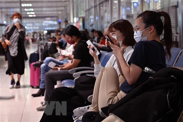 Philippines closes all airports on Luzon to curb COVID-19 hinh anh 1