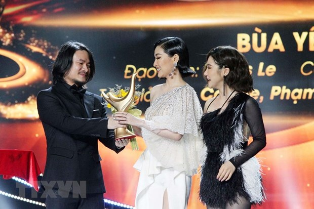 COVID-19 forces voting for popular music awards to go online for first time hinh anh 1