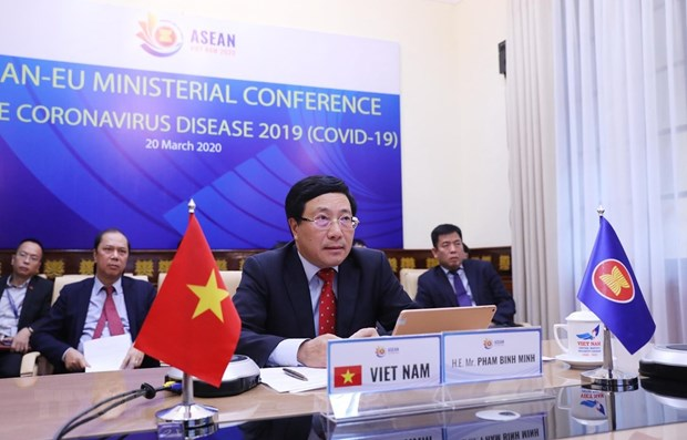 ASEAN, EU step up cooperation in fighting COVID-19 pandemic hinh anh 1