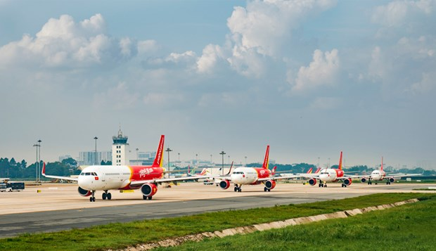 Vietjet offers SKY COVID CARE insurance for passengers hinh anh 1
