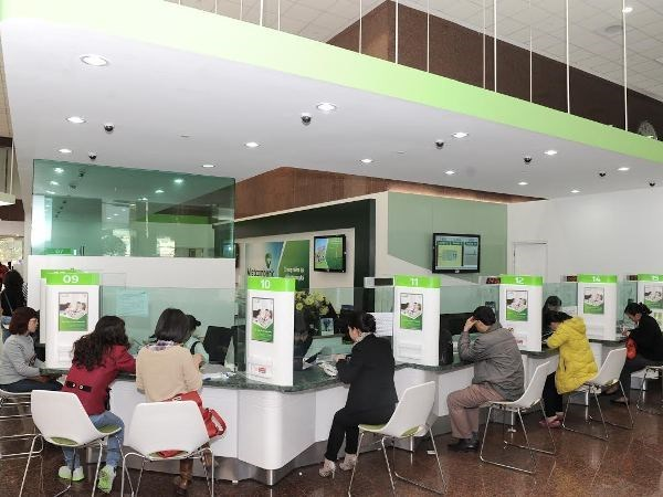 Banks support customers affected by COVID-19 hinh anh 1