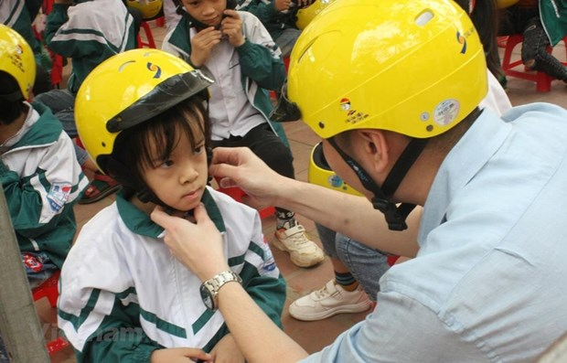 Helmet wearing among children reaches 70 percent hinh anh 1