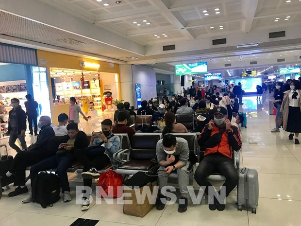 Noi Bai airport to serve 276 passengers returning home on Mar. 23 hinh anh 1