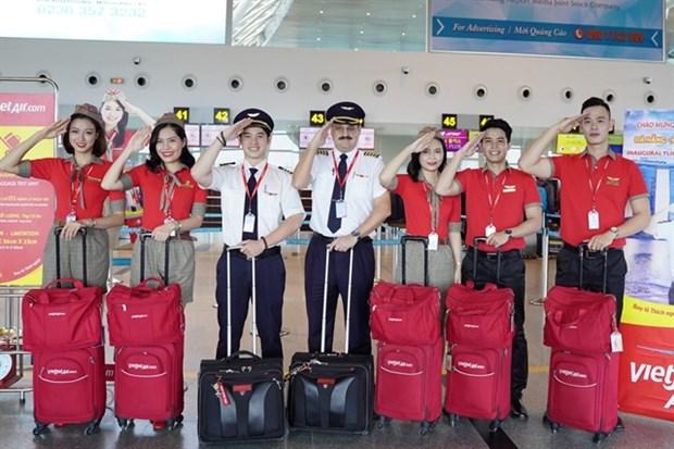 Vietjet offers passengers free COVID-19 insurance hinh anh 1
