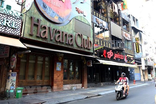 Entertainment areas, restaurants in HCM City to close in wake of COVID-19 hinh anh 1