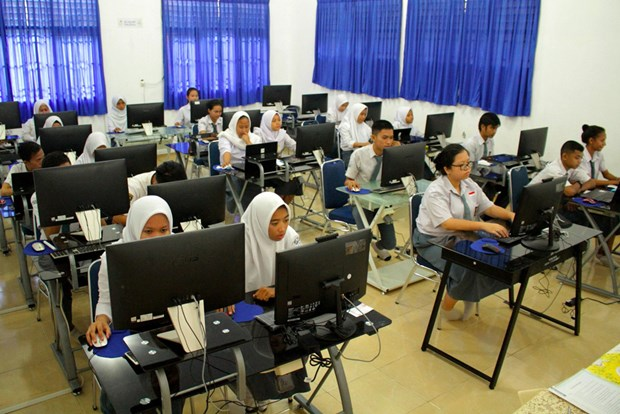 Indonesia postpones national exams due to COVID-19 hinh anh 1