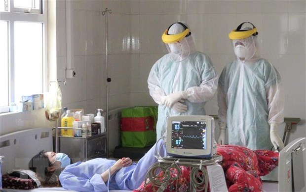 PM lauds medical staff in COVID-19 fight hinh anh 1