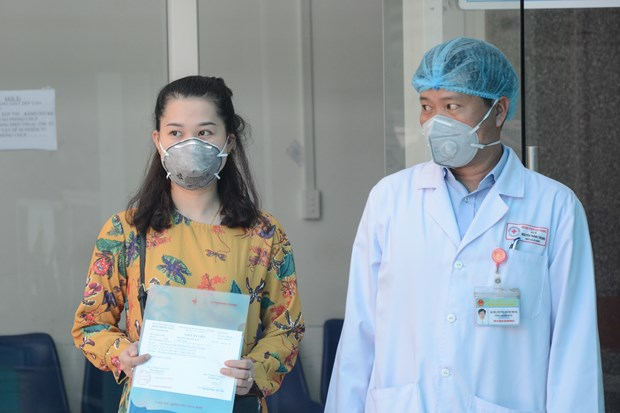 Three COVID-19 patients in Da Nang discharged from hospital hinh anh 1