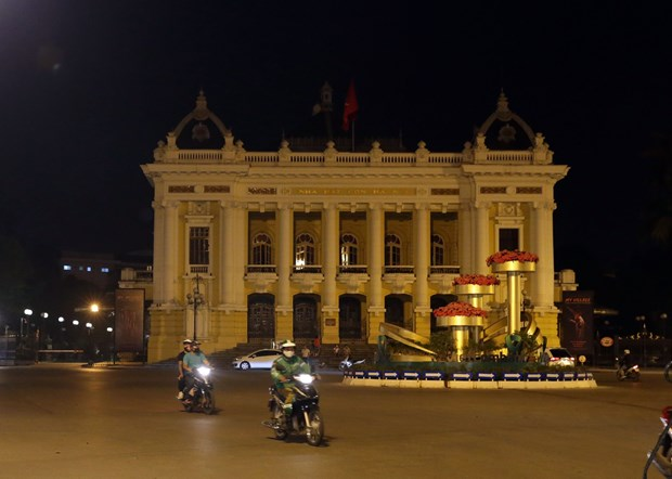 Vietnam saves over 800 million VND worth of electricity during Earth Hour hinh anh 1