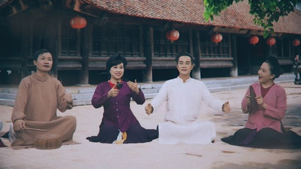 Fighting against virus with traditional music hinh anh 1