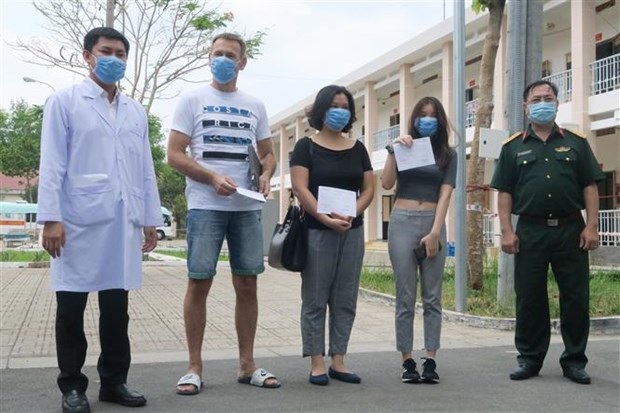 Three COVID-19 patients in HCM City recover hinh anh 1
