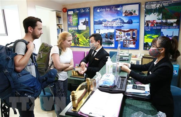 Tourist arrivals in Hanoi drop strongly hinh anh 1
