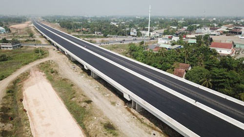 Deputy PM calls for setting up managing unit for delayed expressway project hinh anh 1
