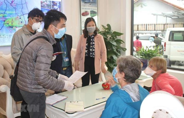 Temporary residence extended for foreigners unable to exit due to COVID-19 hinh anh 1