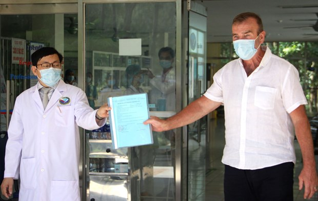 One more COVID-19 patient discharged from hospital hinh anh 1
