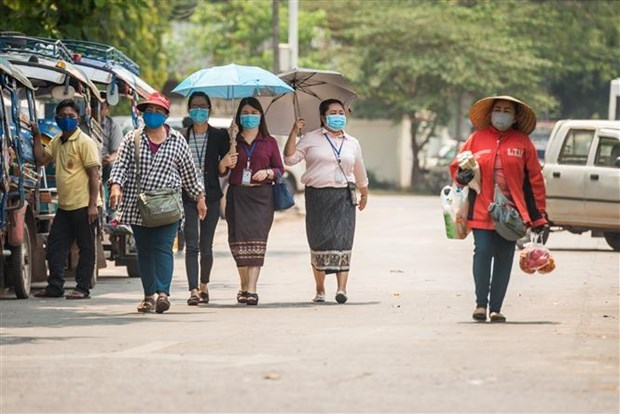 Vietnamese in Laos advised to follow local COVID-19 regulations hinh anh 1