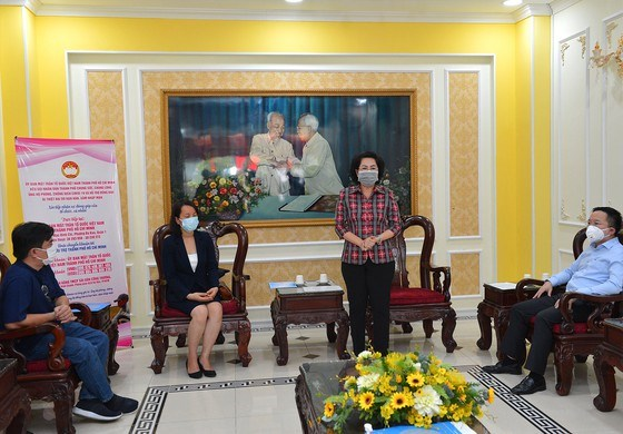 Over 81 billion VND raised for COVID-19 fight, saline intrusion prevention hinh anh 1