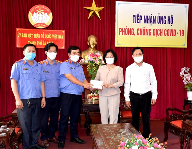Public support gives more strength to COVID-19 fight hinh anh 1