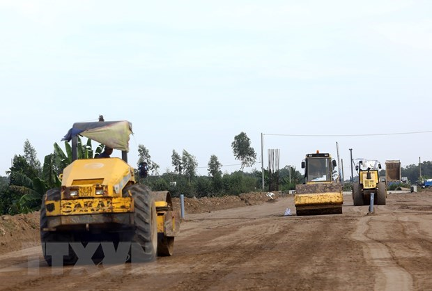Nearly 70 percent of ground for North-South Expressway cleared for construction hinh anh 1