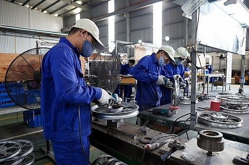 Solutions should prioritise maintaining industrial production: MoIT hinh anh 1