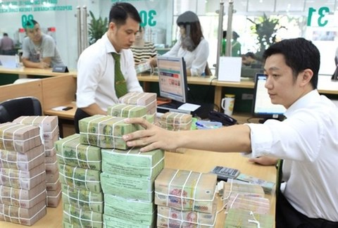 COVID-19 pushes banks to lower deposit rates hinh anh 1
