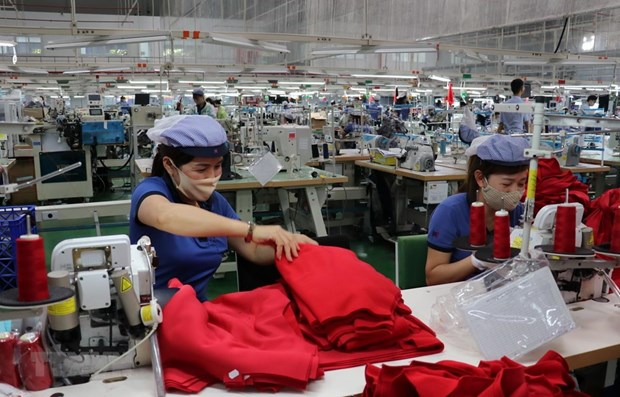 Hanoi trade union helps over 50,000 workers affected by COVID-19 hinh anh 1