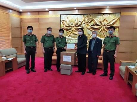 Medical masks presented to Laos-Vietnam friendship assoc hinh anh 1