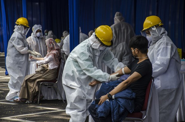 Indonesia extends large-scale social restrictions hinh anh 1