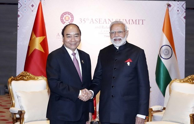 Vietnamese, Indian PMs discuss COVID-19 fight in phone talks hinh anh 1