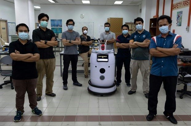 Malaysia: Newly-created robot to help doctors check on COVID-19 patients hinh anh 1