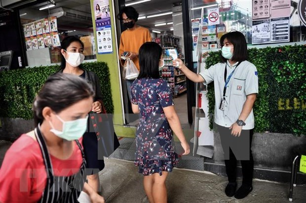 Southeast Asian countries see downward trend in COVID-19 cases hinh anh 1