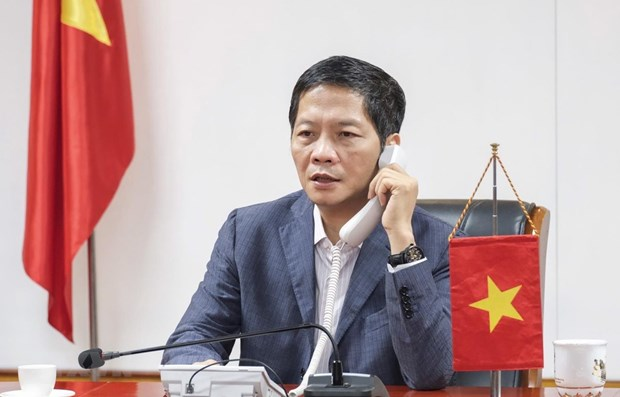 Vietnamese, Japanese trade ministers hold phone talks hinh anh 1