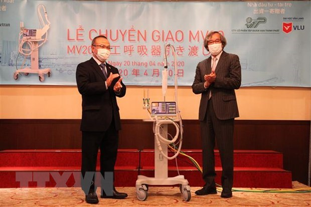 Japanese ventilators handed over to help fight COVID-19 hinh anh 1
