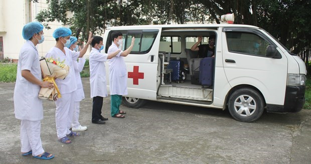 Six more COVID-19 patients recover, total hits 222 hinh anh 1