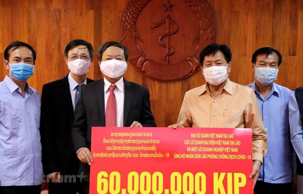 Vietnamese Embassy donates 6,800 USD to Laos' COVID-19 fight hinh anh 1