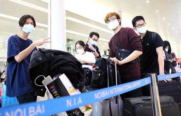 Vietnamese students abroad urged to avoid flight scam hinh anh 1