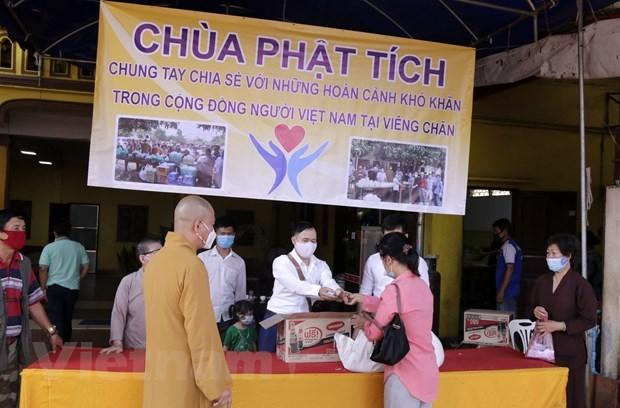 Pagoda in Laos assists Vietnamese community hinh anh 1
