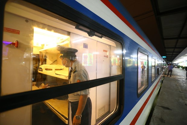 Local trains resume operation after social distancing eased hinh anh 1