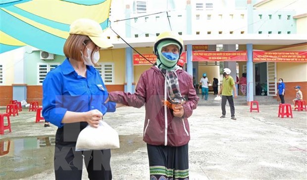 Free meals provided to poor, disadvantaged people hinh anh 1
