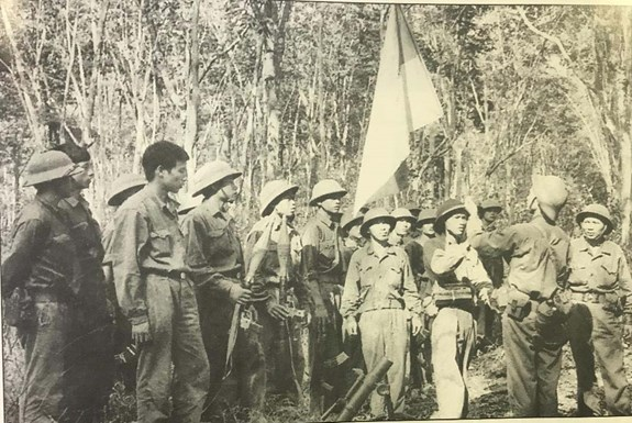 Party's clear-sighted leadership the decisive factor in Great 1975 Spring Victory: General hinh anh 1