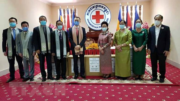Vietnam Red Cross donates medical supplies to Cambodia hinh anh 1