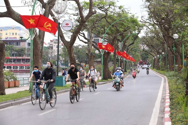 Hanoi relaxing restrictions, not lowering guard against COVID-19: Chairman hinh anh 1